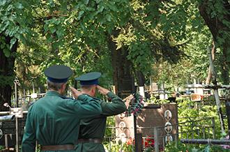 Отдание воинских почестей славным сынам Отечества