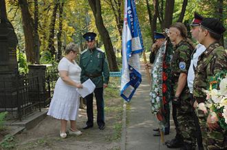 С большим вниманием слушают казаки рассказ об историческом прошлом Киева